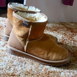 EMU ugg boots, size 8